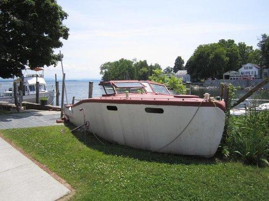 Old Dock House & Marina: Outside boat