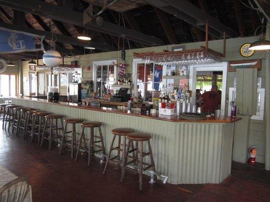 Old Dock House & Marina: Bar