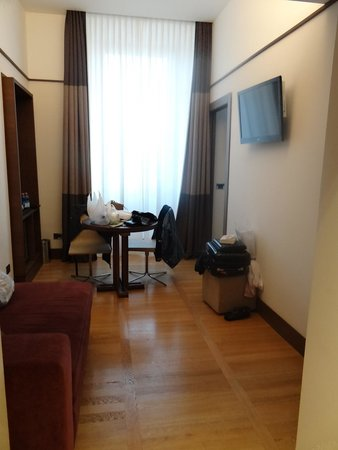 The Independent Hotel: 2nd Room in Junior Suite w/TV
