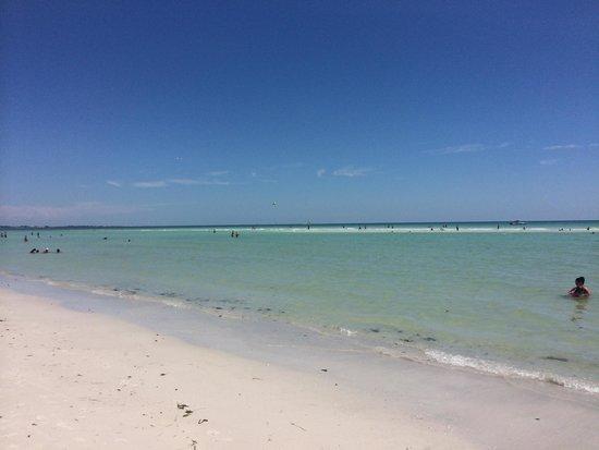 Saint Pete Beach: Tranqüila... E a foto foi tirada em um final de semana.