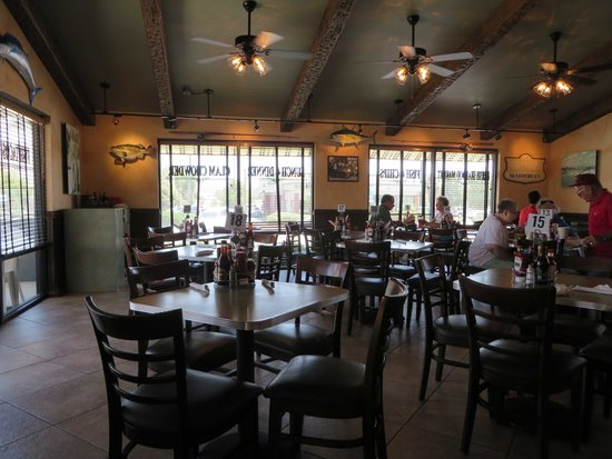 Fisherman's Market & Grill: Dining area