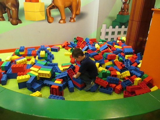 LEGOLAND Discovery Center: Playing with the big legos