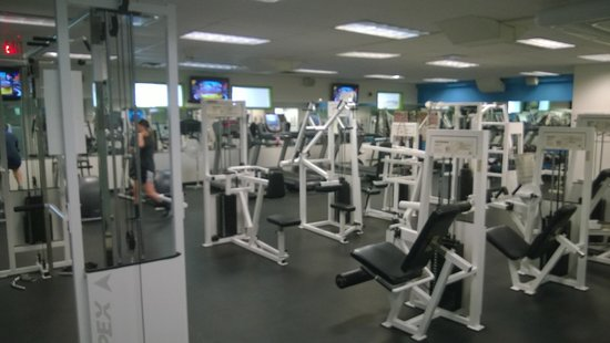 Harbour Towers Hotel & Suites: Fitness room