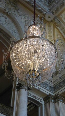 The Chicago Theatre: lovely chandelier in lobby