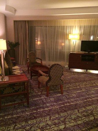Movenpick Hotel West Bay Doha: living/working area