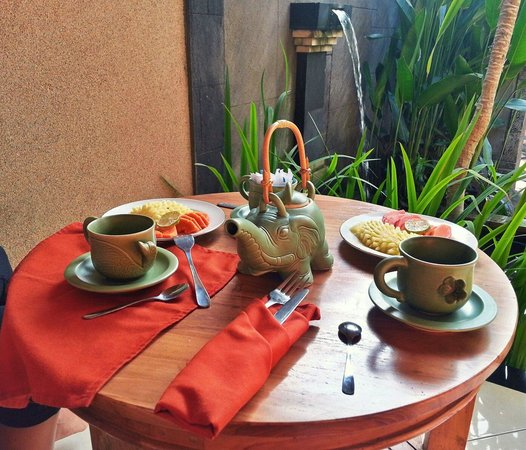 TriJaya Guest House : morning breakfast
