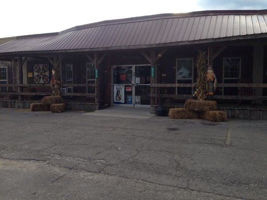 Harrodsburg, KY : Fall at Back Porch Treasures Craft & Antique Mall.
