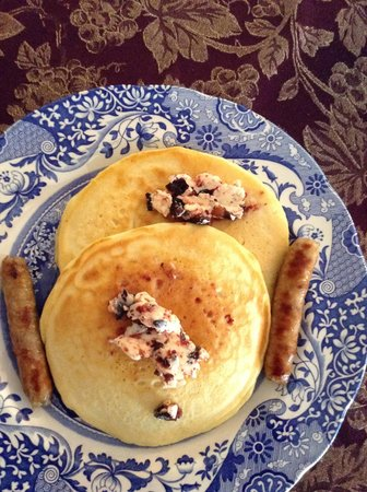 Federal House Inn: Pancakes with blueberry butter