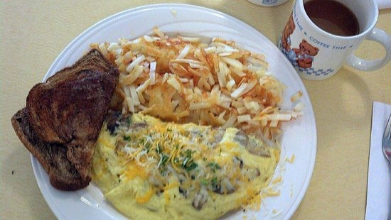 Green Light Diner : mushroom and cheese omelet with hashbrowns and rye toast