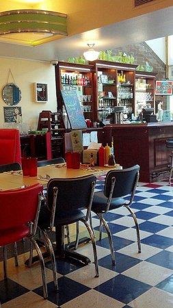 Green Light Diner : seating