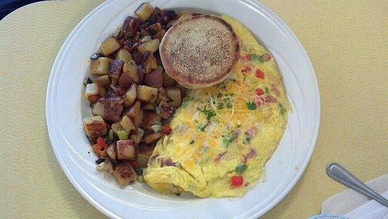Green Light Diner : Denver omelet with roasted potatoes and an English muffin