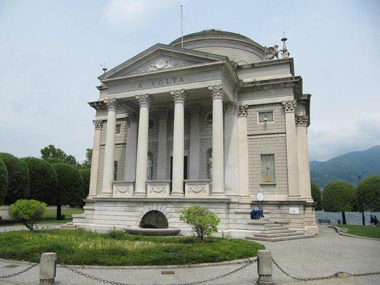 Tempio Voltiano: O Prédio do Tempio