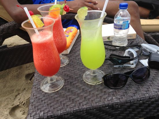 Marival Residences Luxury Resort : refreshing drinks at the beach club…excellent service