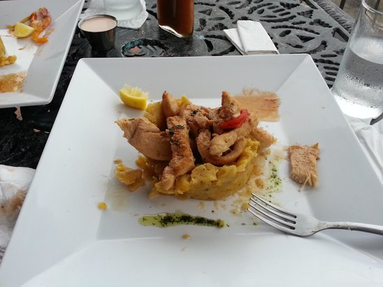 Tasca OleLelolai : mofongo relleno con pollo