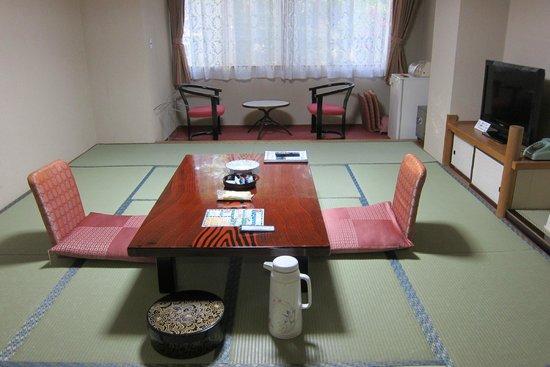 Tateyama Prince Hotel: 鋪床前的樣子