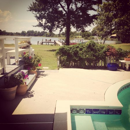 The Inn at Tabbs Creek Waterfront B&B: View from the pool