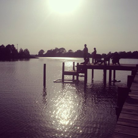 The Inn at Tabbs Creek Waterfront B&B: Fishing off the dock