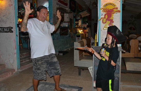 Corsairs Beach Bar & Restaurant: son