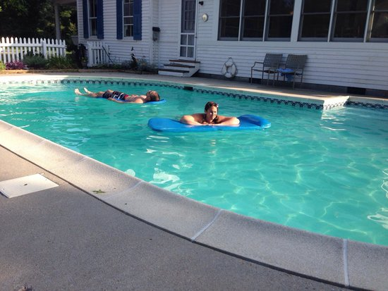 The Inn at Tabbs Creek Waterfront B&B: Floaties are the best!!