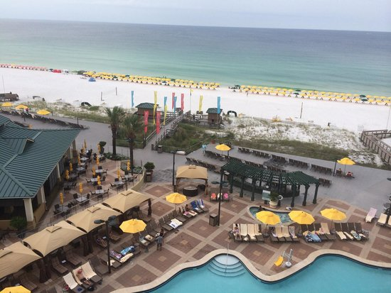 Hilton Sandestin Beach, Golf Resort & Spa: View from our room in the Spa Tower one morning.