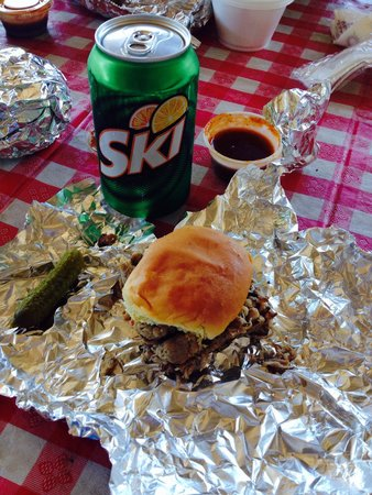 Gnomies Barbecue Shack: Pulled pork and ski