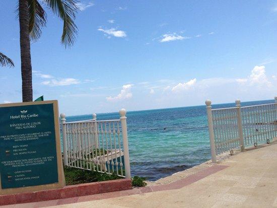 Hotel Riu Caribe: beach