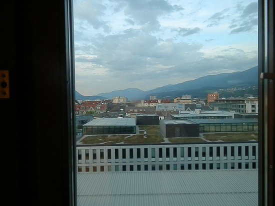 Hilton Innsbruck: Nice view from the room---if you can get past the window smudge that was there for the duration.