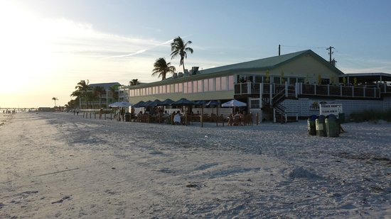 Gulfshore Grill: Great location and food.