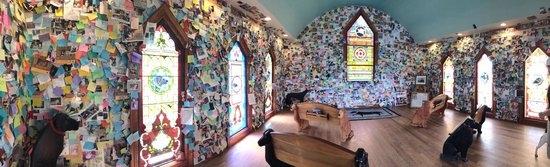 The Dog Chapel : Inside notes to loved ones