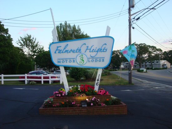 Falmouth Heights Motor Lodge: Welcome sign