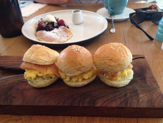 Sisterfields : Smoked salmon sliders / pancakes