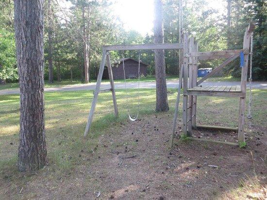 Northern Pine Inn: Rotten swingset