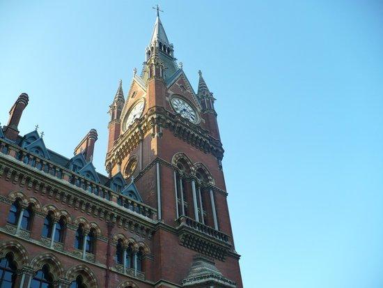 St. Pancras Renaissance Hotel London: St. Pancras tower clock