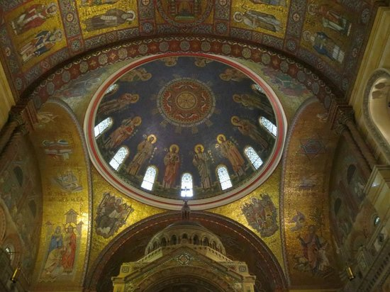 Cathedral Basilica of Saint Louis: Sanctuary Dome depticting the 12 apostles