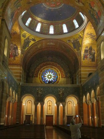 Cathedral Basilica of Saint Louis: Cathedral Basilica - looking from the altar to the main entry