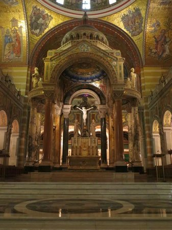 Cathedral Basilica of Saint Louis: Altar