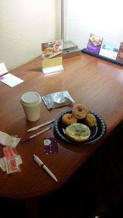 Hyatt Place Atlanta Airport - South: desayuno en hyatt place . lo lleve a la habitacion  -*-
