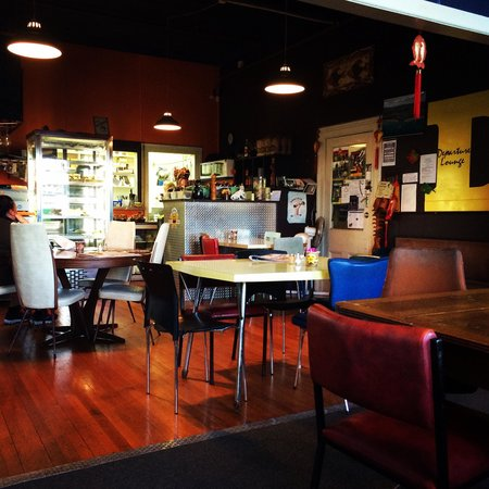 Two Fish Cafe: Cool chairs and tables!