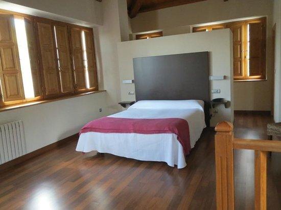 Hostal Rural El Palacio Molinaseca: Quarto 23 e a cama de casal