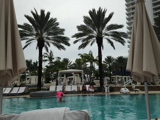 Fontainebleau Miami Beach: main pool