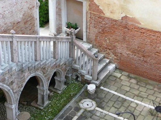Palazzo Contarini della Porta di Ferro: entrance