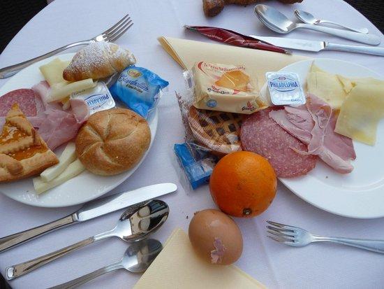 Palazzo Contarini della Porta di Ferro: breakfast was extra but worth it