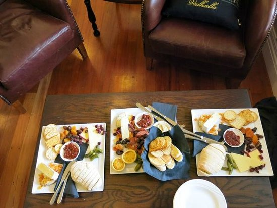 Man O' War Vineyards: Our delicious platters that complimented our wines.