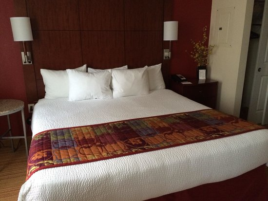 Residence Inn Arlington Courthouse: Bed area