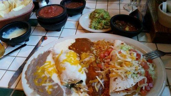 Ted Cafe Escondido: Delicious enchiladas