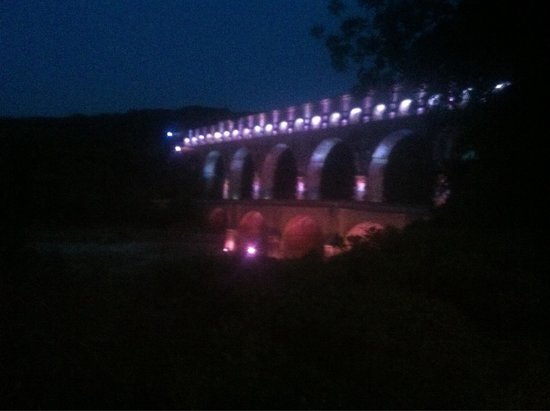 Pont du Gard: Summer evening