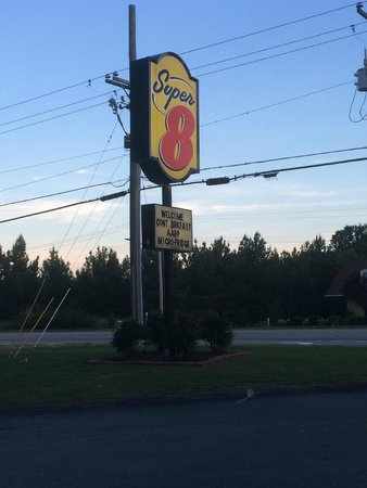 Super 8 Fayetteville: Super 8 Sign