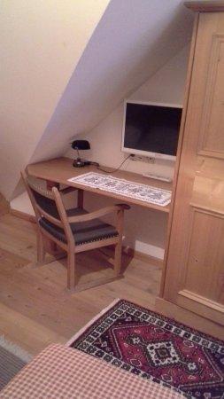Gasthof Hotel Doktorwirt : desk nook with modern tv in single room