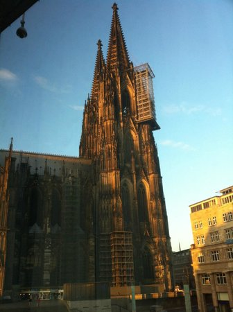 Ibis Koeln Am Dom : World famous Cologne Cathedral right from room