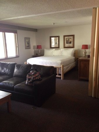 Manor Vail Lodge: Big nice bed